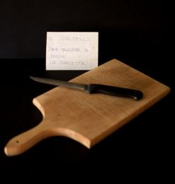 il coltello per tagliare a dadini la pancetta
